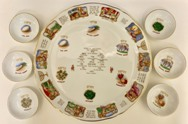 Exodus-narrative-shows-pharaoh-reacting-to-the-plagues.-Ceramic-Seder-plate-with-14kt-gold-no-artist
